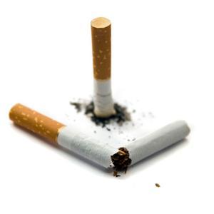 Le mari ne peut pas cesser de fumer anachou