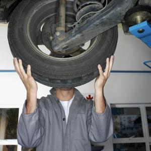 Comment faire pour remplacer les roulements de roue sur un 2002 Ford Escape