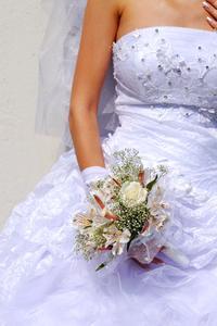 Comment concevoir votre propre robe de mariée avec un programme
