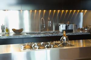 comment enlever les taches de chaleur sur un comptoir de. Black Bedroom Furniture Sets. Home Design Ideas