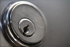 Comment réparer une serrure de porte bloquée