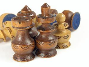 Comment sculpter des pièces d'échecs en bois