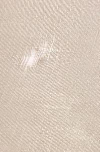 Comment r parer un petit trou dans la tapisserie d - Comment enlever de la tapisserie facilement ...