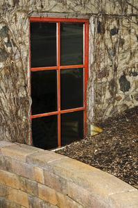 Lit avec bloc de ciment for Installation fenetre sous sol