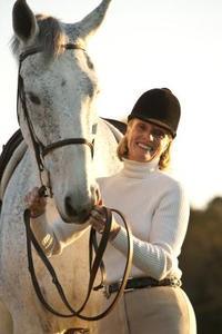 Comment faire pour promouvoir la croissance des cheveux sur des cicatrices chez le cheval