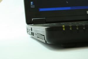 Comment remplacer les disques durs SATA de l'ordinateur portable Clone