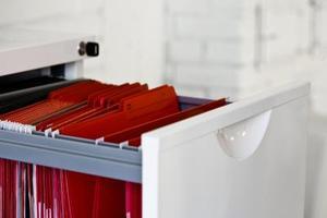 Comment débloquer une serrure armoire cassée