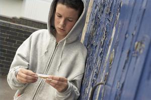 Comment aider un arrêt chez les adolescentes qui prennent des médicaments