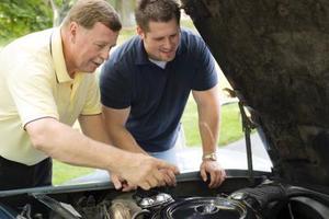 Comment changer le capteur d'arbre à cames sur un Ford Freestar