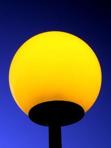 avez vous besoin d 39 une ampoule sp ciale pour une lampe tactile. Black Bedroom Furniture Sets. Home Design Ideas