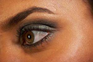 Comment faire pour la repousse des sourcils