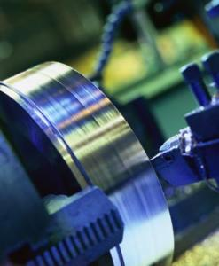 Quels sont les types de moteurs sont utilisés sur des machines CNC ?