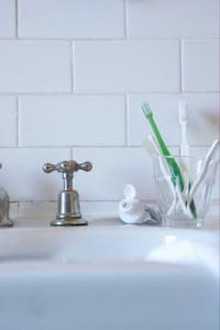 Comment nettoyer les tuyaux en PVC d'une accumulation de dentifrice