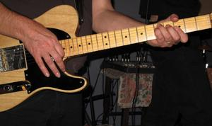 Instructions pour porter une sangle guitare