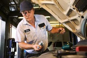 Comment faire pour remplacer une pompe à eau sur un 1998 Oldsmobile Aurora