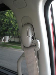 Comment faire pour remplacer les ceintures de sécurité sur une Toyota Corolla