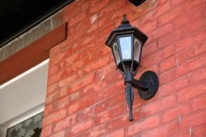 Comment faire pour supprimer un plafonnier porche pour changer l'ampoule d'éclairage