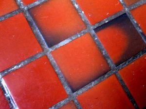 Comment poser des carreaux de terre cuite sur marches de ciment