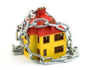 Comment arrêter une alarme sur un système de sécurité à la maison quand le courant est coupé ?