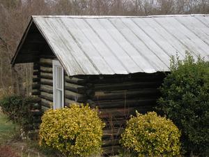 comment construire un chalet simple cabane en bois rond. Black Bedroom Furniture Sets. Home Design Ideas