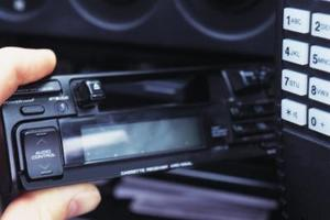 Comment faire pour supprimer un 1999 Mazda Millenia Radio
