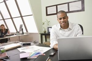 Comment faire pour importer des fichiers IAF dans Office Outlook 2007