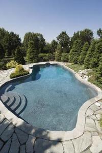 Comment réparer une piscine avec de l'époxy