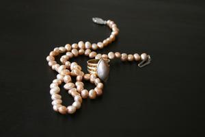 Comment faire un noeud de bijoux lorsque perlant