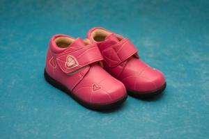 Magasins qui portent des chaussures étroites pour les enfants