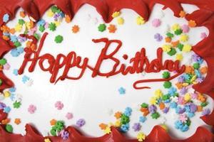Gâteau des idées de décoration pour l'anniversaire de l'homme âgé de 33 ans
