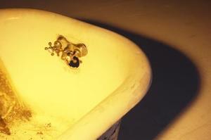 Comment faire pour enlever la rouille dans une baignoire émail
