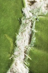 Comment réparer une déchirure dans le tissu du canapé