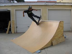 fabriquer une rampe de skate. Black Bedroom Furniture Sets. Home Design Ideas