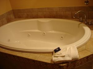Comment réparer une baignoire en fibre de verre fissuré