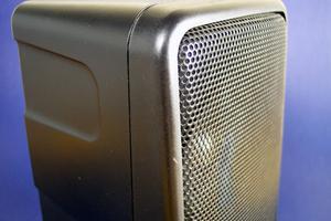 Comment faire pour installer des haut-parleurs dans mon eMachine ordinateur ?