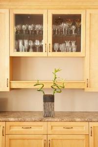 comment faire une d coupe pour le verre dans une armoire de cuisine. Black Bedroom Furniture Sets. Home Design Ideas