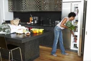 Utilisations des garde-fous de la cuisine pour le stockage