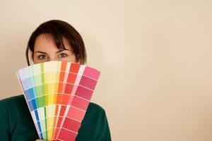 Comment choisir les couleurs de peinture pour une salle de séjour avec une mezzanine