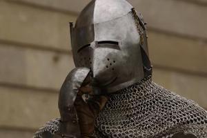 Comment faire un masque de papier chevalier