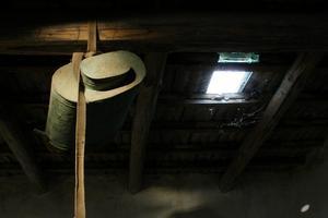 Comment fixer le bois sur l'isolant dans l'entretoit