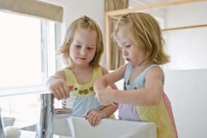 Comment apprendre à se laver les mains pour les tout-petits