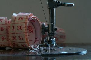 Comment faire pour d panner une machine coudre 247 - Comment mettre une canette dans une machine a coudre singer ...