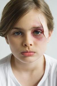 Quel genre de problèmes enfants abusés vont grâce à mesure qu'ils grandissent ?
