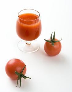 Combien de temps peut-on conserver le jus de tomate dans le réfrigérateur ?