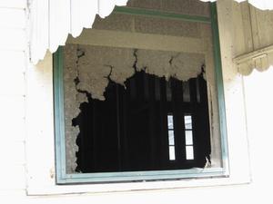 Comment monter à bord des fenêtres sur une maison avec bardage