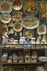 Comment puis-je identifier les marques de fabrique sur Vases antiques Made in Italy ?