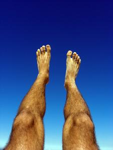 """Comment faire pour soulager les douleurs dans les jambes """"pulsé"""""""