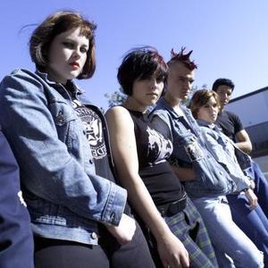 Coupes de cheveux emo courte pour les filles avec une frange