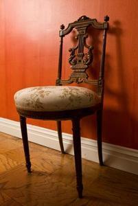 Comment garnir une chaise de jardin for Peindre fer forge