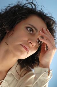 Quelles sont les causes d'un picotement dans la tête ?